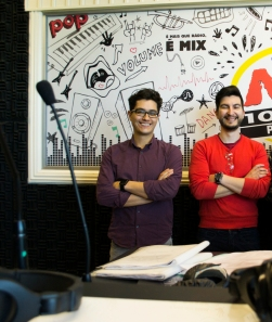 Fernando Perdigão e Rodrigo Lúcio no Estúdio da Rádio Mix Imagem: Larissa Ferreira