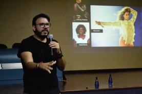 Professor Thiago Soares em palestra, na Ulbra, em Canoas. Imagem: Larissa Ferreira